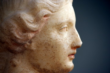 profilo di statua greca