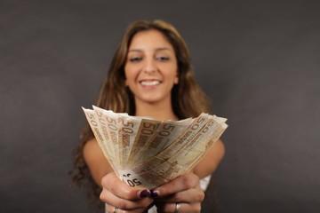 Frau mit Geld