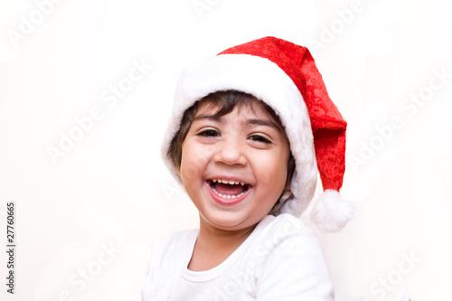 bambino vestito da babbo natale che ride