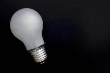 消灯した白熱電球