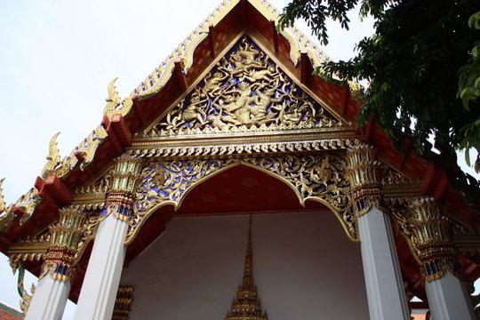 famous temple in bangkok