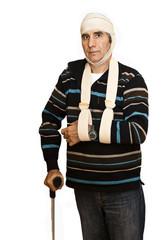 bequille bandage et bras cassé