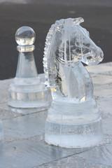 ледяные шахматные фигуры