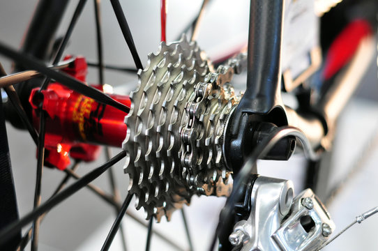 rear cycling cassette with chain