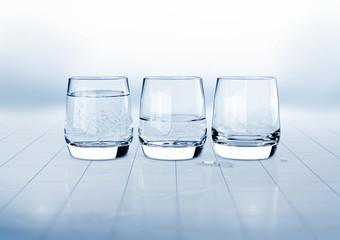 3 Gläser, symbolisch, koloriert