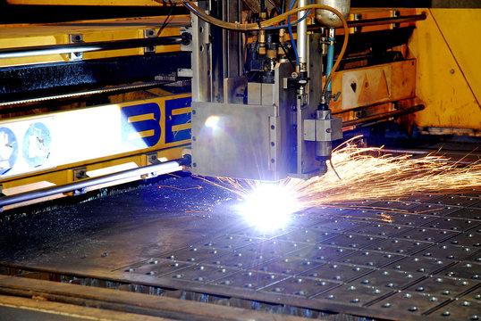 tecnologia industriale taglio metallo con laser