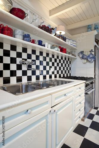 interno di bella vecchia cucina stile liberty\