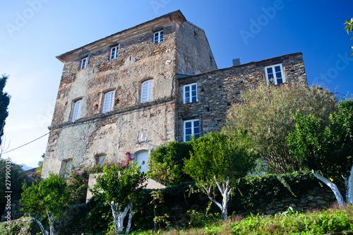 Maison de ma tre dans le village de pietracorbara en corse photo - Maison de village corse ...
