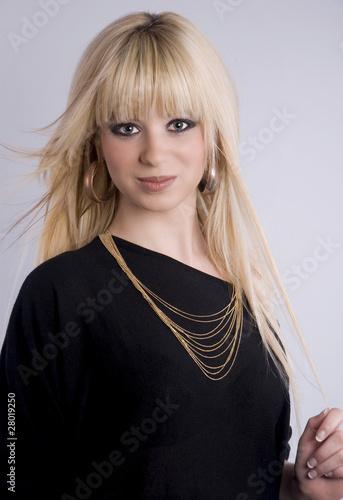 Jolie femme blonde aux cheveux longs photo libre de - Femme blonde photo ...