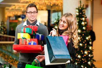 Flirten im einkaufszentrum