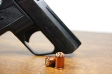 Pistole & Munition