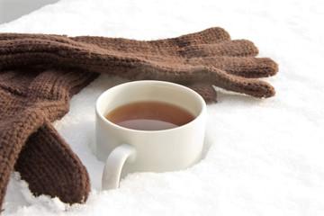 Tee mit Handschuhen