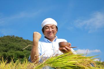 農業 豊作 喜ぶ ガッツポーズ 日本人