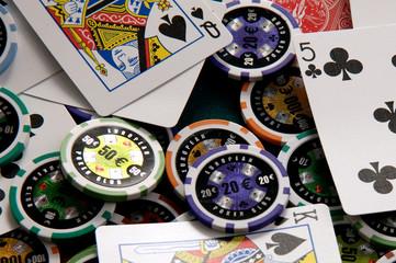Jetons und Pokerkarten
