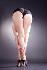 Beine bis zum Po