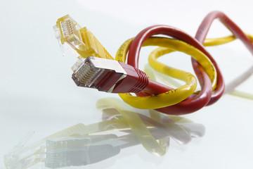 Netzwerkkabel mit Knoten