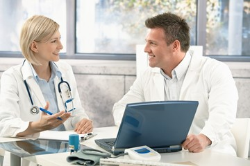 Two medical doctors consulting