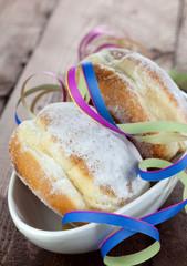 Pfannkuchen geschmückt