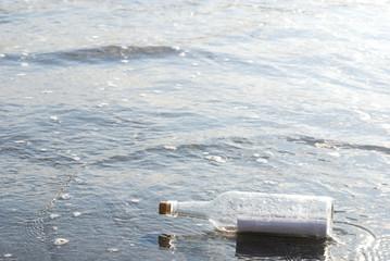 海とメッセージボトル
