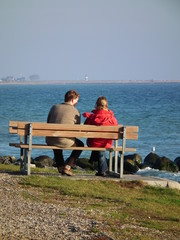 Entspannung auf der Ostseeparkbank
