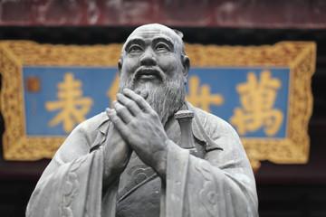 Fototapeta premium Posąg Konfucjusza w świątyni w Szanghaju w Chinach