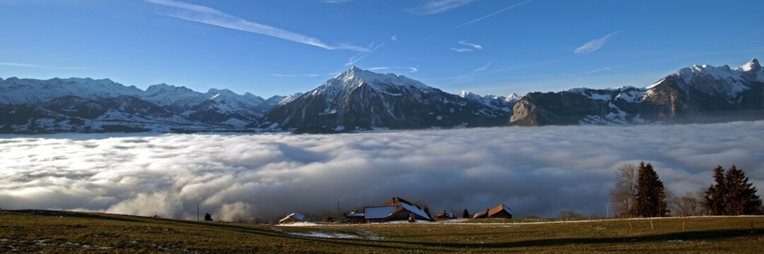 Nebelmeer über dem Thunersee