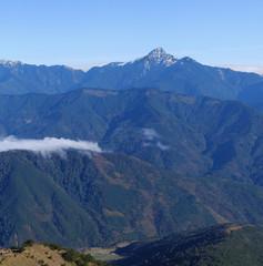 Foto op Plexiglas Panoramafoto s Mountain landscape with flowing cloud scenery.