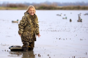 Foto op Aluminium Jacht Duck Hunting Daughter