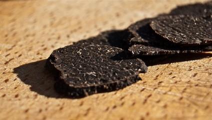Sliced black truffles - Truffe noire et tranches
