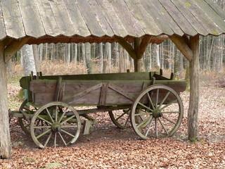 Karren in Holz-Garage
