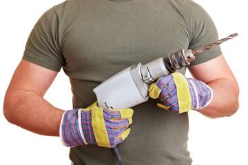 Muskulöser Oberkörper mit Bohrmaschine