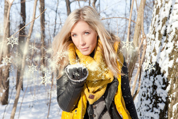 Blonde Frau im Wald Schnee pusten Sterne Sonne