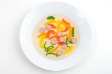 パプリカとソーセージのスープ