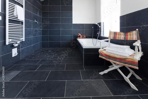 Badezimmer mit grauem schiefer stockfotos und - Badezimmer schiefer ...