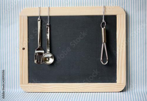 schiefertafel k che blau stockfotos und lizenzfreie bilder auf bild 28913016. Black Bedroom Furniture Sets. Home Design Ideas