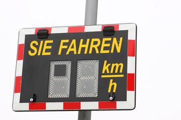 Schild Geschwindigkeitsanzeige