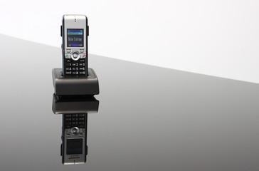 Mobiltelefon in Ladestation