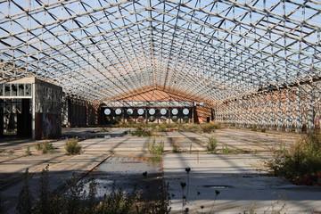 industria abbandonata senza tetto