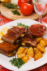 Barbecued ribs with baked potato