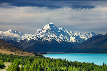 Fototapete - Mount Cook and Pukaki lake, New Zealand
