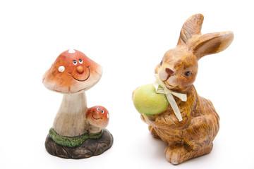 Pilz mit Gesicht und Osterhase