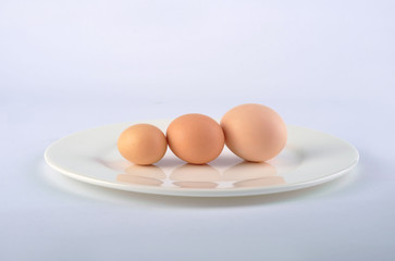 On tray's three size different egg
