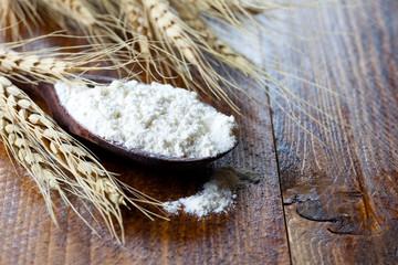 Mehl und Getreideähren