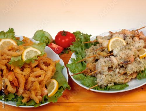 Frittura di pesce e spiedini gratinati immagini e for Spiedini di pesce gratinati