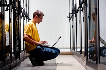 The engineer front equipment in datacenter and configuring it