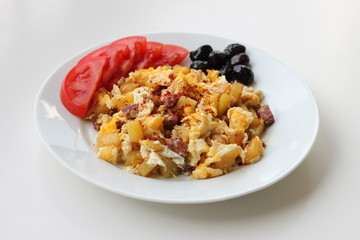 eggs patatos and bacon breakfeast