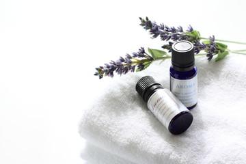 Obraz Aroma essential on white towel - fototapety do salonu