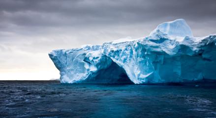 Photo sur Aluminium Arctique Antarctic iceberg