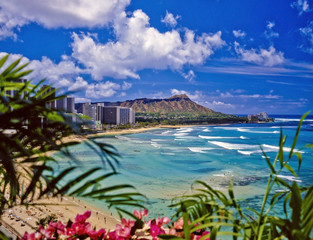 waikiki beach and diamond head in hawaii