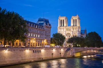 Wall Mural - Notre dame tour
